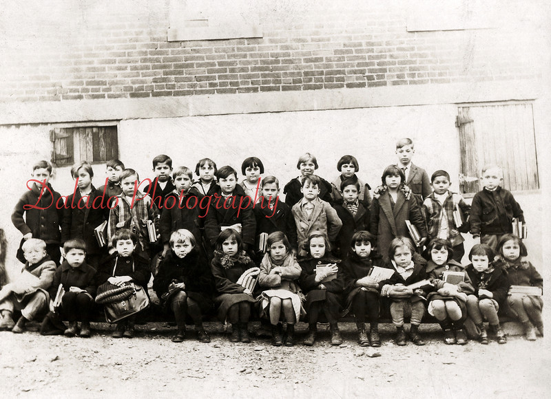 (1926) Students of Penn Grade School in Boydtown- This school was located at the corner of Tioga and Berry streets. It closed in 1941, and is now a private residence.