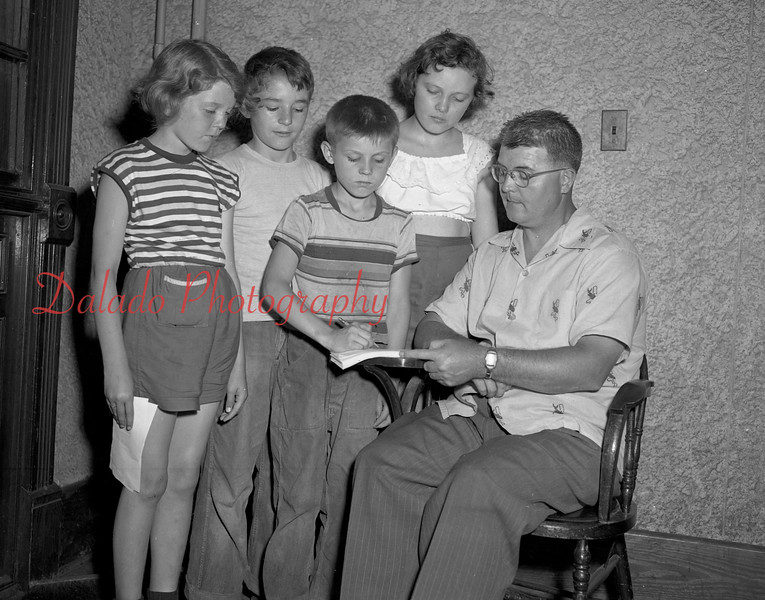 (05.28.53) Registering for the fifth annual swimming program are Ward Lichtel, right, and students, from left, Nancy Eckman, Dan Neary, Billy Pitckuskie and Barbara Hackenburg.