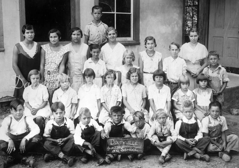 (09.22.32) Doutyville School.