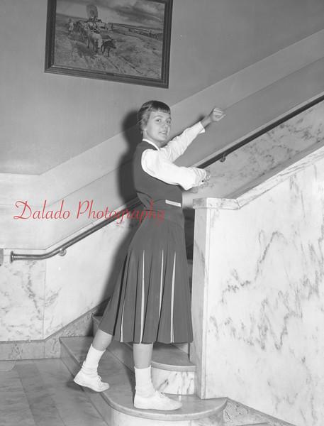 (1959-60) Shamokin High School: Cheerleaders.