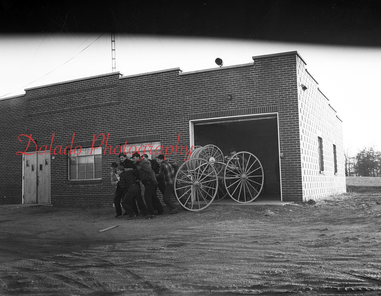 (Jan. 10 or 17, 1952) Old fire wagon.