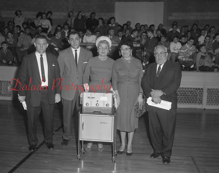 (1962) Shamokin Hospital Auxiliary with new equipment.