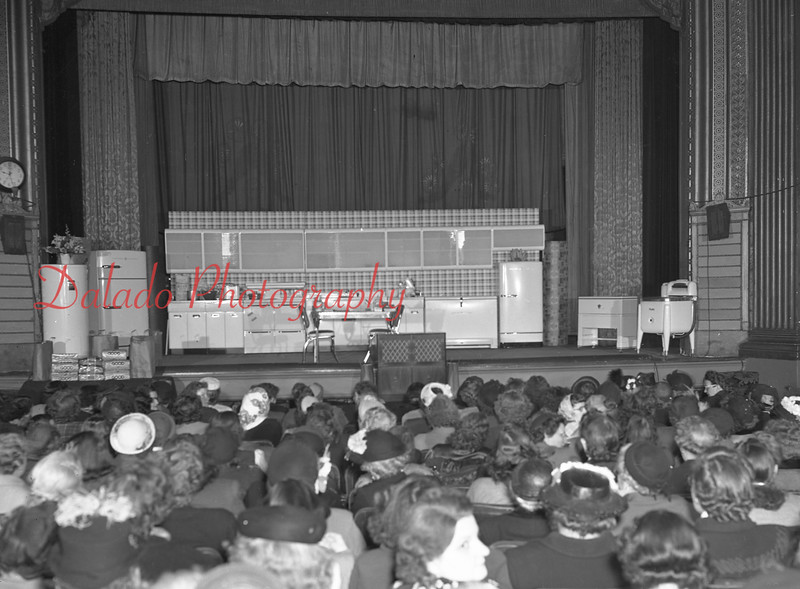 (1949) Shamokin Hospital cooking school at the Capitol.