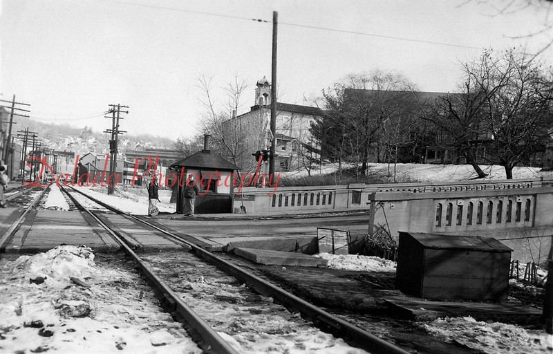 (1961) Water and Eighth streets. This was taken when there were two sets of tracks.