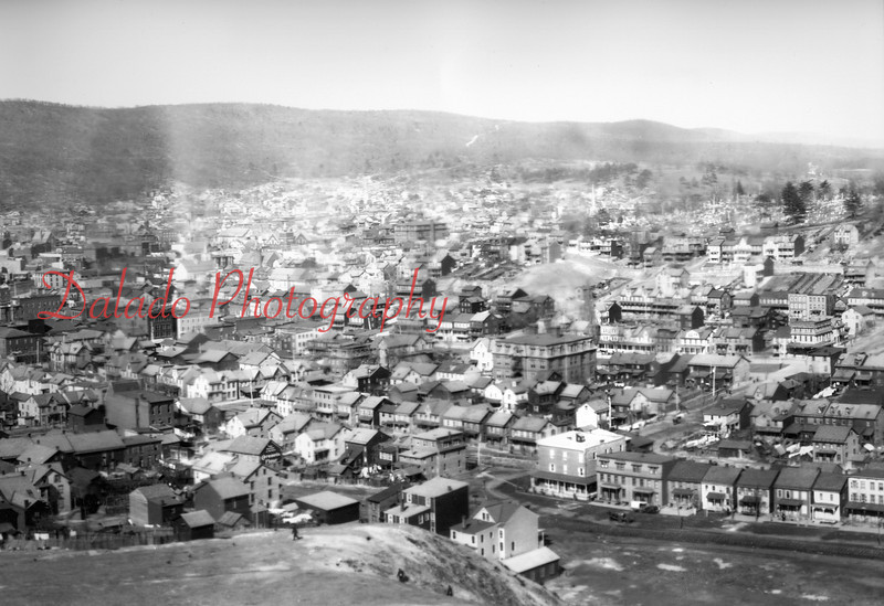 (1908) Shamokin and Coal Twp. [Market Street] The Lincoln Grade School is the big building at center.