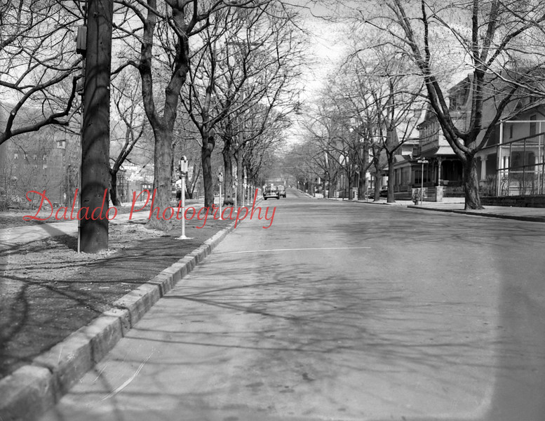 (04.10.1952) Lincoln Street, looking east.