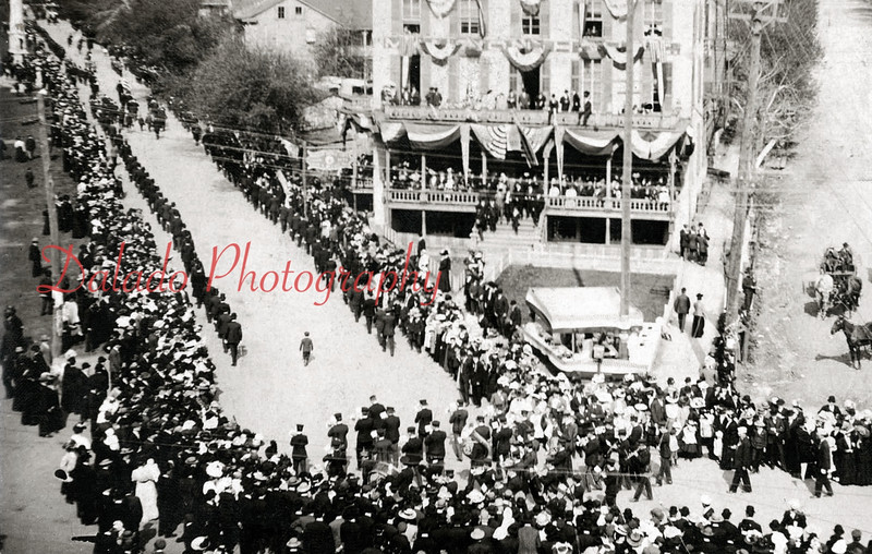 *Low-Res* (1914) The Mansion House at Arch, Lincoln and Market streets. I believe this is when they dedicated the Spanish American War Monument.