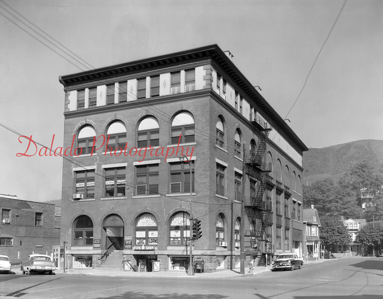 "Masonic Building, aka. the ""Fun Shop"" building, on the northwest corner of Independence and Eighth streets. Businesses that were at this location include L.E. Knoebel Insurance, V.H. Peifer Accountant and Parkview Loan Service."
