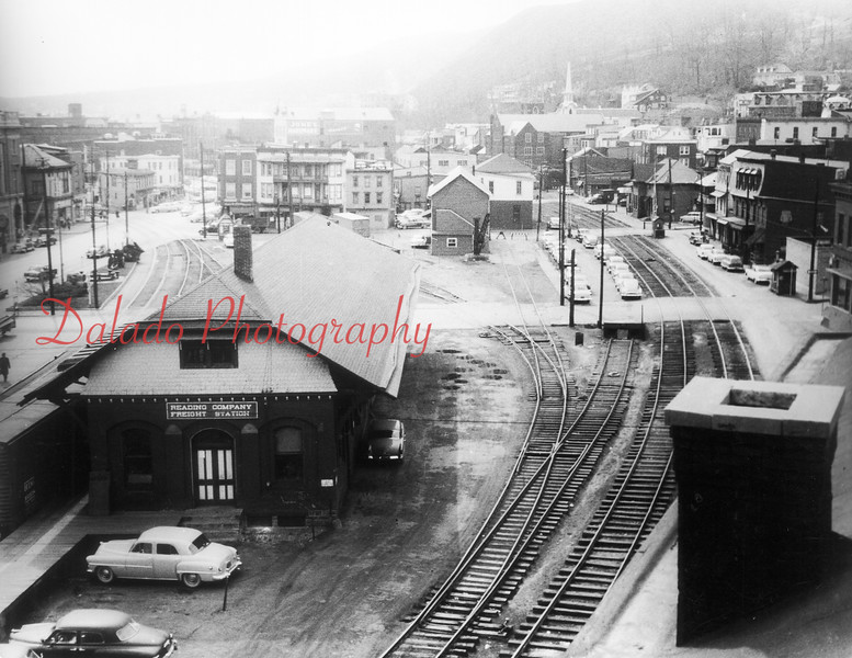 Here's a better look at the Reading Railroad Company Freight Station. (The only track that remains today is the one in the extreme-left of the photo.) The two outside tracks are Pa. Railroad (PRR) Shamokin branch tracks. The Reading team tracks are to the left of the two PRR tracks and run west to Liberty Street.