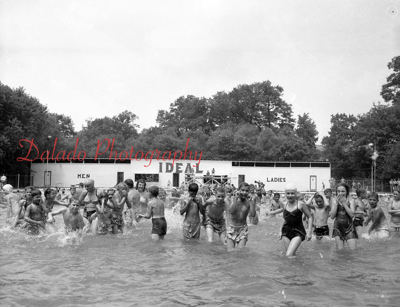 (10.09.1953) Ideal Park swimming pool.