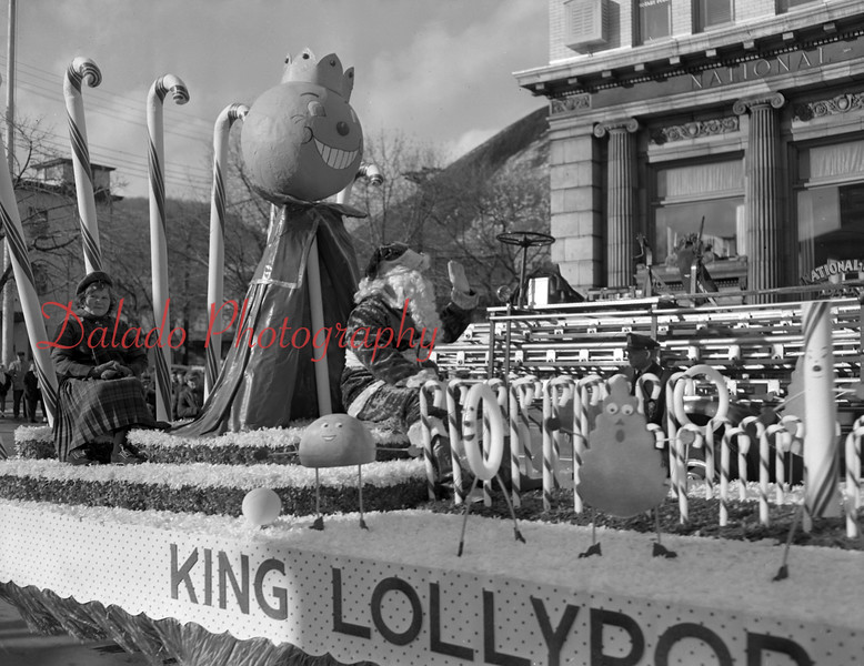 (1958) Shamokin Santa parade with King Lollypop.