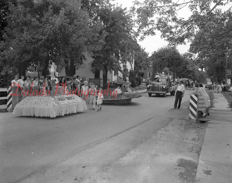 (09.06.1951) All Home Days parade.