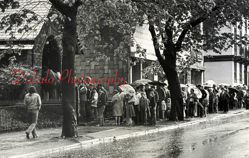 (May 19, 1977) Visitors wait to enter the church to view the face of Jesus.