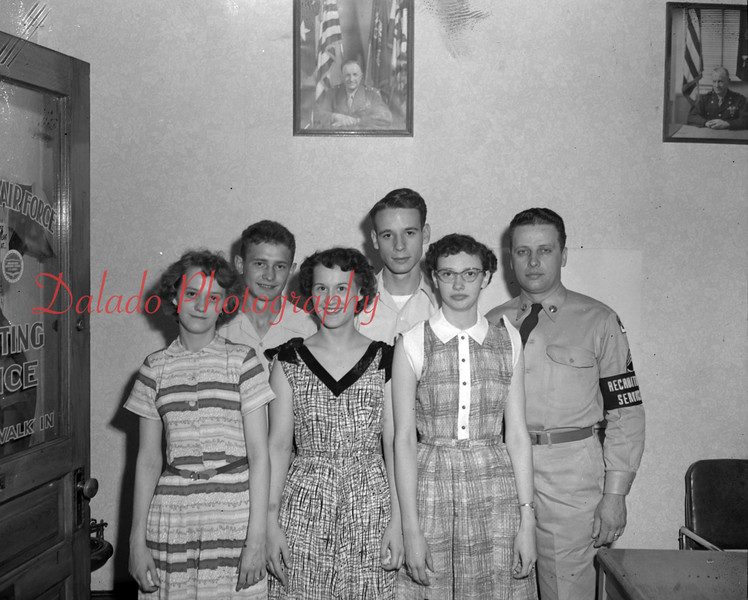 (07.05.1951) Air Force recruiter with students.