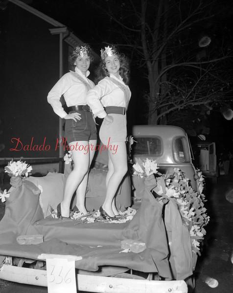 (1954) Parade beauties.