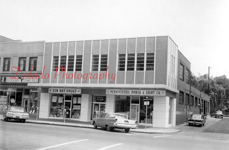 (1962) Sun Ray Drugs- David Donmoyer successfully ran this store at 26. W. Independence St. for several years. Sun Ray moved into the PP&L portion of the building (seen here) in 1978. The expansion tripled floor space. Eventually, the building, the Jupiter Discount Store, at left, and the Majestic and Vicky threatres (across the alley) were demolished in 1999 and replaced with a Rite Aid and a parking lot.