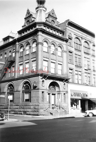 Here is a view of the building next to the Zimmerman Building. The bottom floor of the building was salvaged, and still stands today. You see it every time you go through the drive-thru at  Wendys.