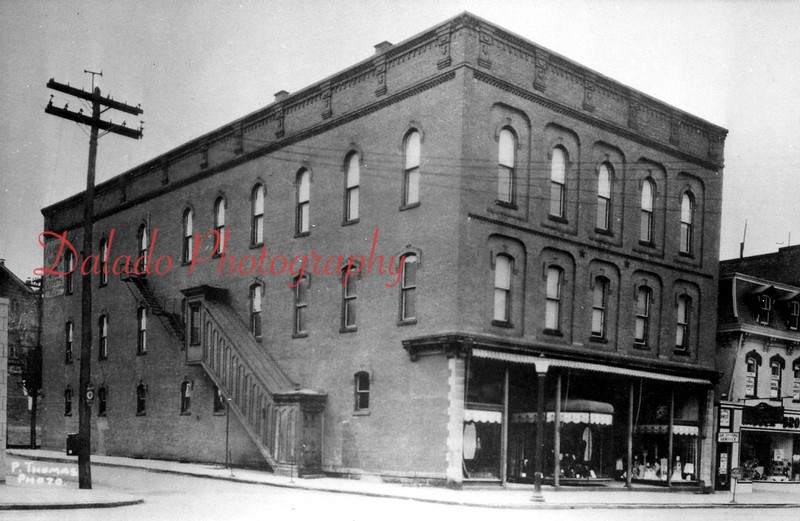 This building is still located on the southwest corner of Independence and Ninth Streets.