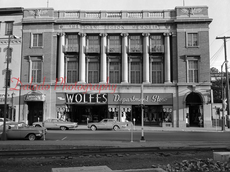 Wolfs Store.