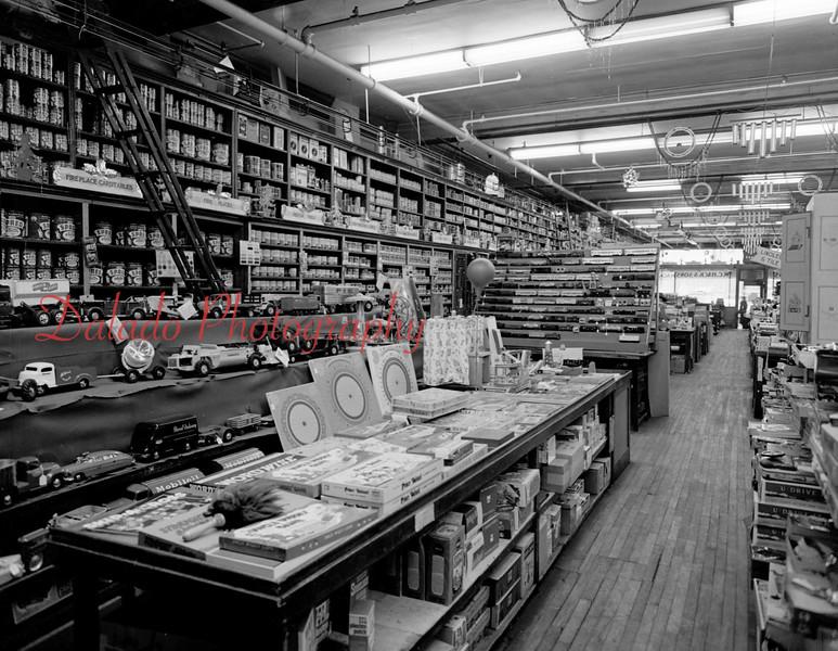 (1954) Hacks Hardware.