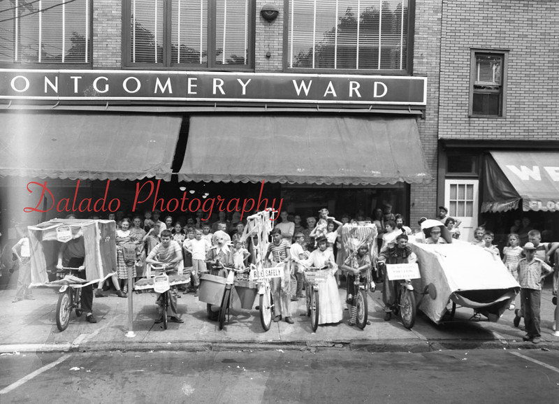 (1951) Kids in front of Montgomery Ward.