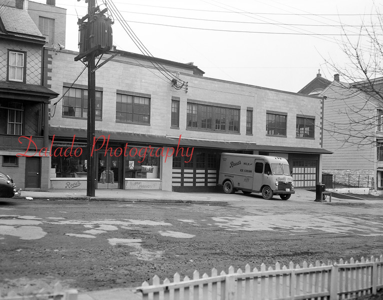 (1955) Reed's at First and Chestnut streets.