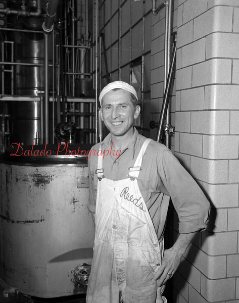 (01.10.1952) Reed Dairy guy.