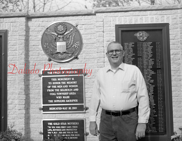 (11.15.89) Randy Adams at the Price of Freedom monument.