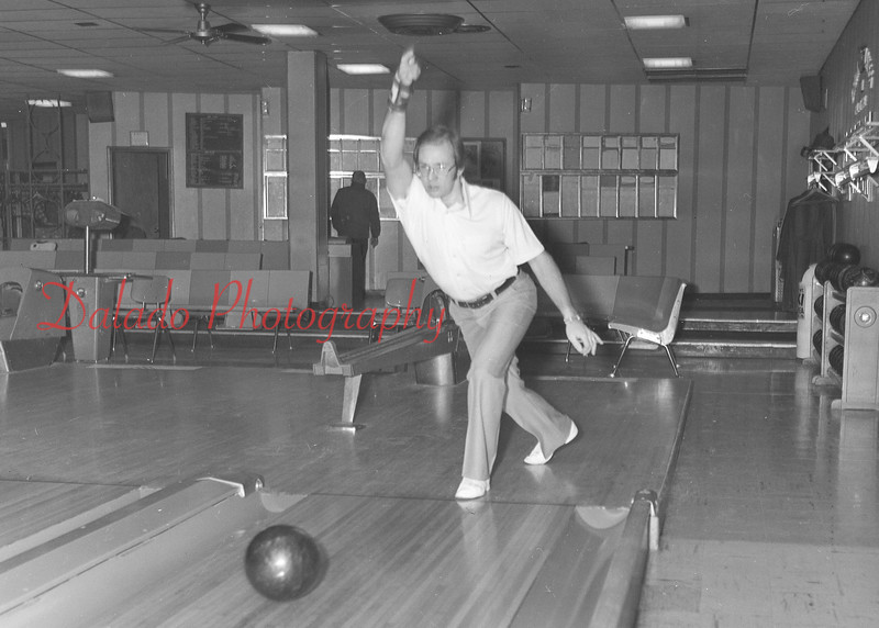 (01.08.81) Mark Sosnoskie bowling a 700 game.