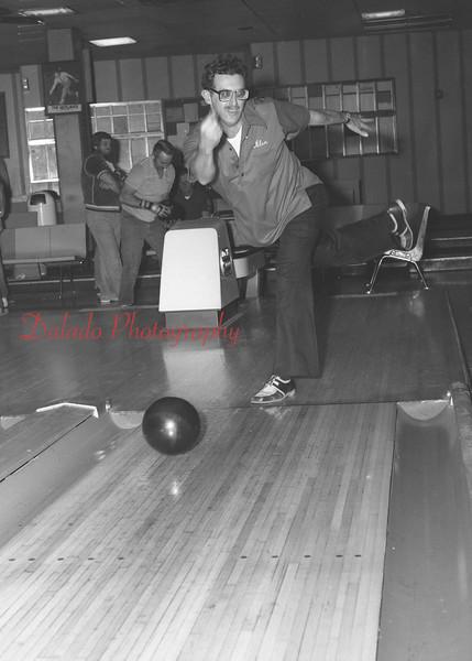 (11.09.87) Crown Lane bowler is Alan Young.