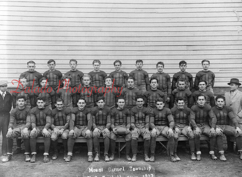 (1933) Mount Carmel Township football team.