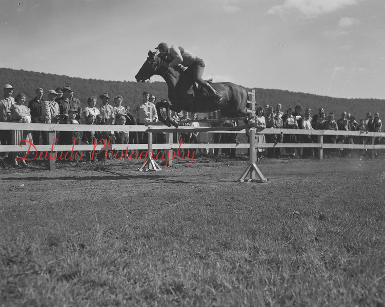 (10.15.53) Annual Kiwanis Horse Show at Mt. Poco, off Trevorton Road.