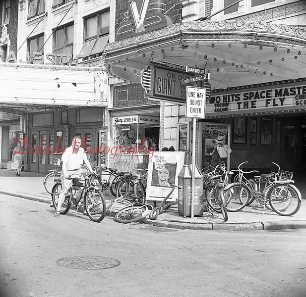 (09.07.1958) Outside the Vickey and Majestic.