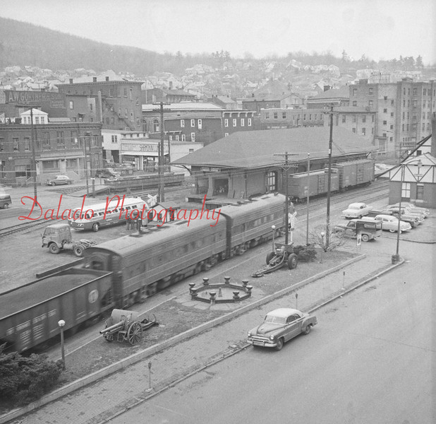 Train pulling into the Reading in Shamokin.