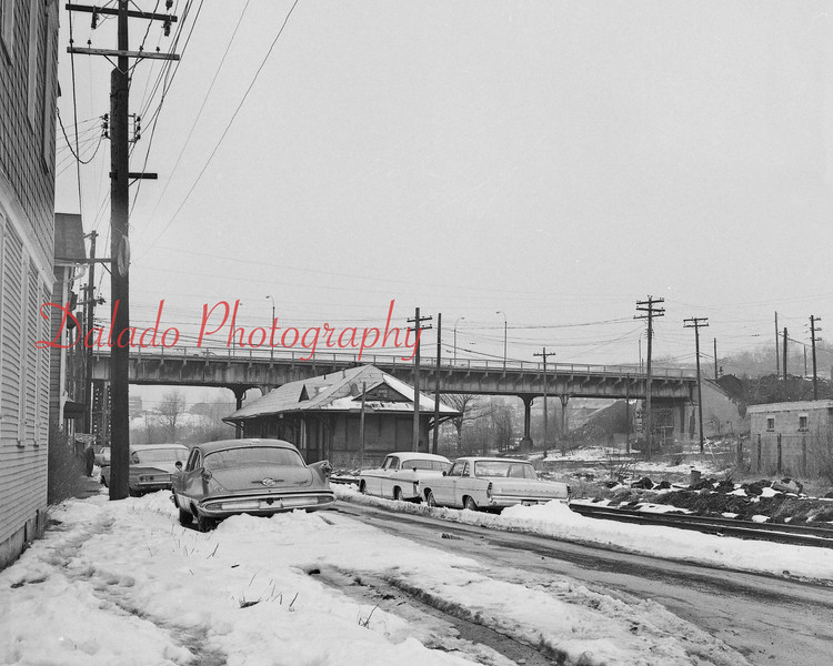 (03.09.67) Mount Carmel train station.
