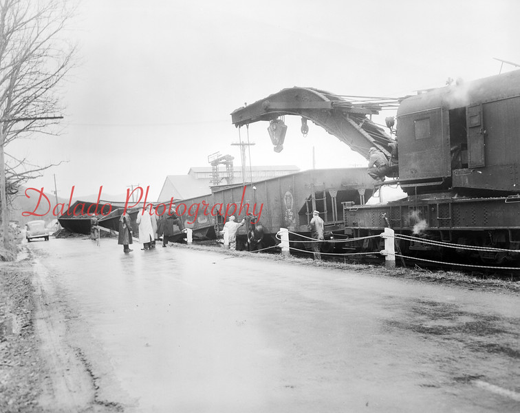 (04.1951) A train derailment near Deibler. (Deibler is located in the area of Short Road, off Snydertown Road.)