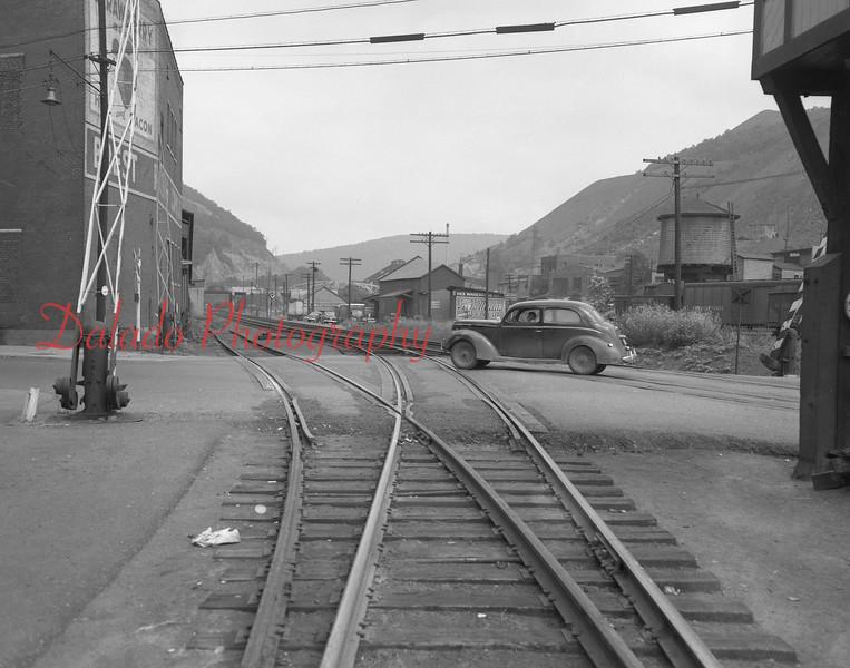 (1950 Walnut Street crossing.