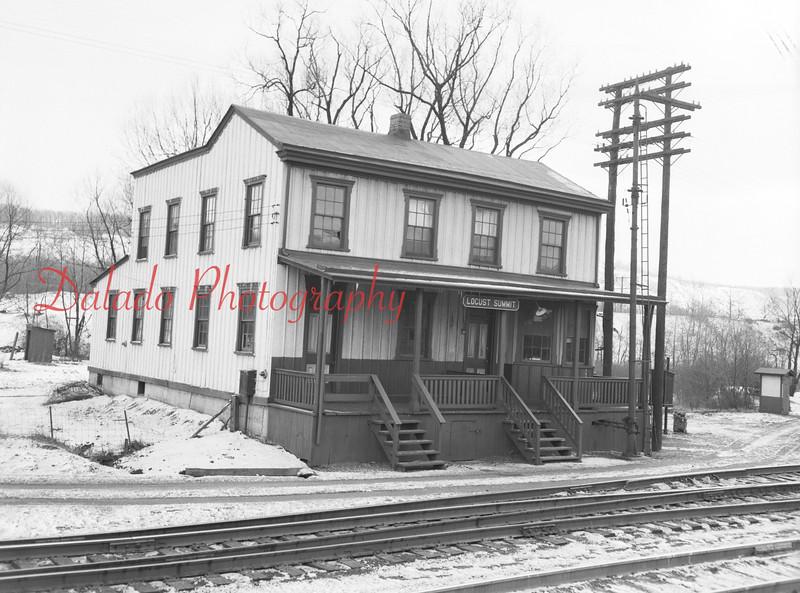 (March 1954) Locust Summit station.