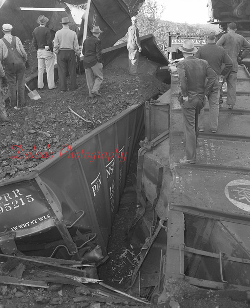 (09.22.1953) Wreck of Yard and Mine crew, Engine 5256, at 1:05 a.m. on Sept. 22, 1953, on the Scott Branch at the end of Third Street in Ranshaw. Shown is Third Street.