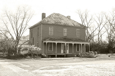 Vick House before it was torn down. Was located on 3rd Avenue.