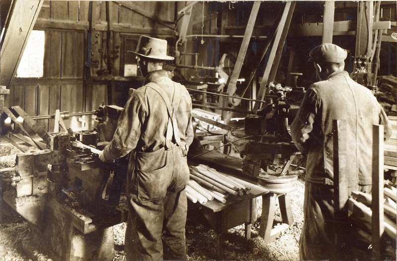 Workers at Thornhill Wagon Company (03122)