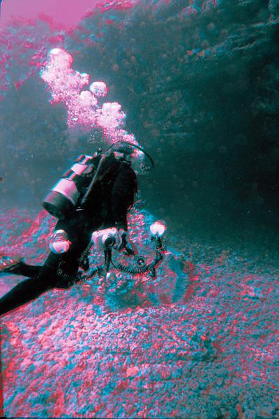 3D image of scuba diver Sharon Williams entering cave.