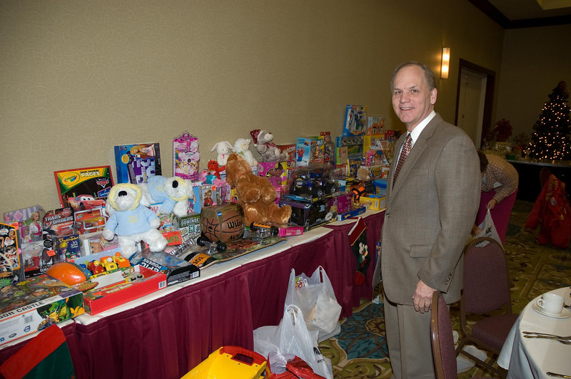 Dave Evans helps set up the display.