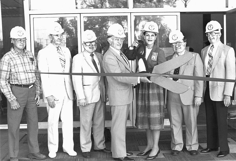 Ribbon-cutting ceremony for the Health Sciences Center, 1990