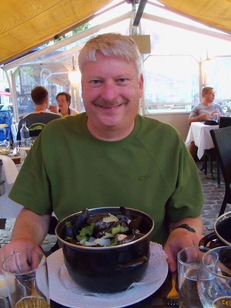 Dinner: a pot of mussels in a wine & cream sauce