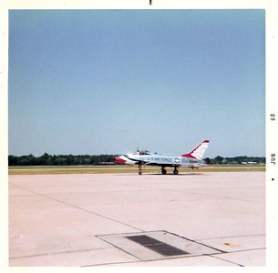 Thunderbirds F-100D FIVE June 68