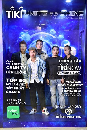 TiKi-Year-End-Party-2020-instant-print-photobooth-in-Ha-Noi-Chup-hinh-lay-lien-su-kien-Ha-Noi-WefieBox-Photobooth-Vietnam-_58