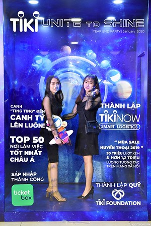 TiKi-Year-End-Party-2020-instant-print-photobooth-in-Ha-Noi-Chup-hinh-lay-lien-su-kien-Ha-Noi-WefieBox-Photobooth-Vietnam-_8