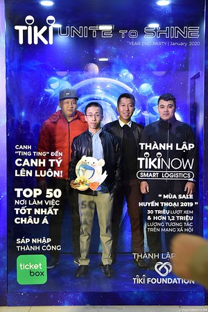 TiKi-Year-End-Party-2020-instant-print-photobooth-in-Ha-Noi-Chup-hinh-lay-lien-su-kien-Ha-Noi-WefieBox-Photobooth-Vietnam-_80