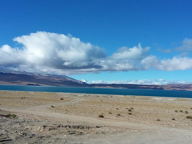 Подьезжаем к королевству Гуге. Перед нами уникальный каньон разделяющий тибетское плато и Гималаи. Озеро Ракшас.